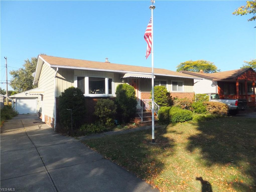 826 Timothy Ln Cleveland, OH 44109