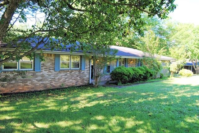 302 Wright Dr, Florence, AL 35633