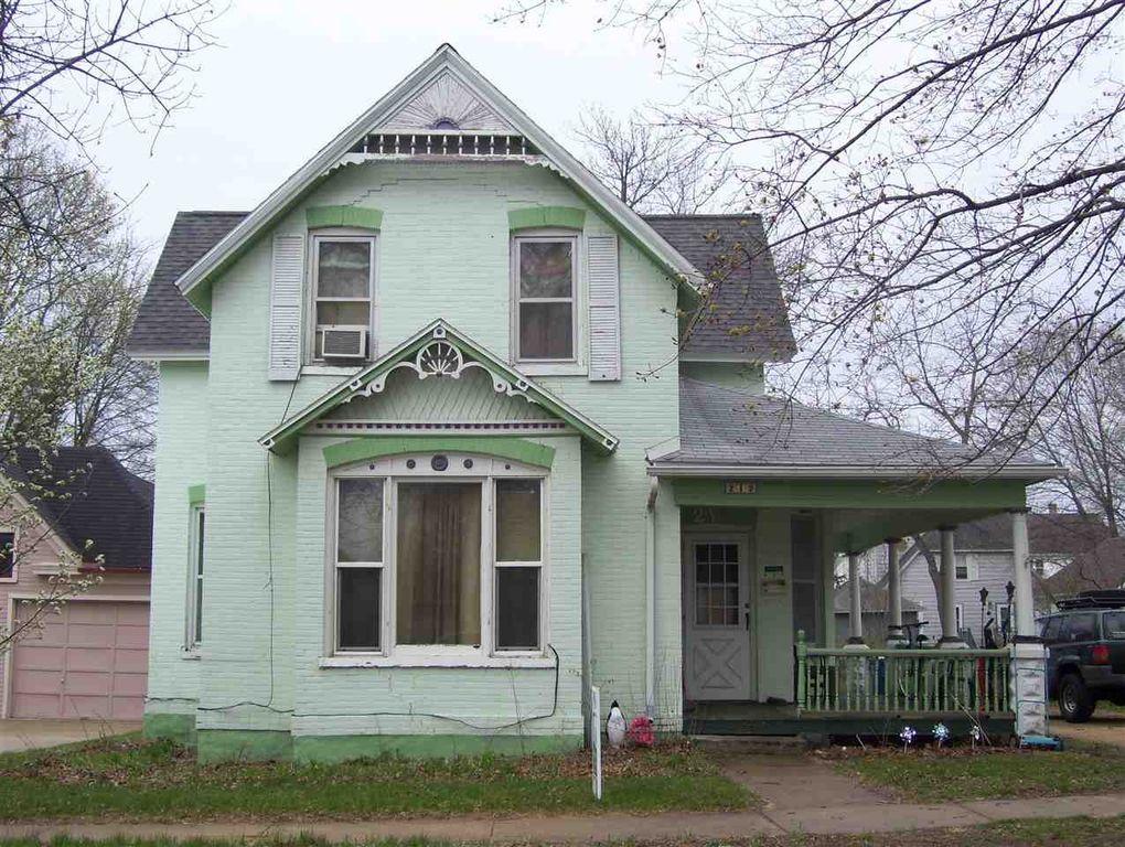 212 W Emmett St, Portage, WI 53901
