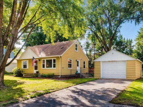 1954 Edgewater Ave, Arden Hills, MN 55112