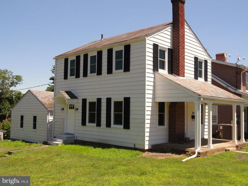 259 High St Sellersville, PA 18960