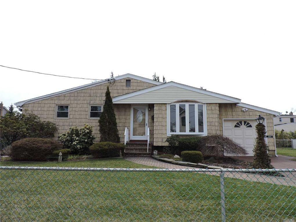 180 Tremont Rd, Lindenhurst, NY 11757