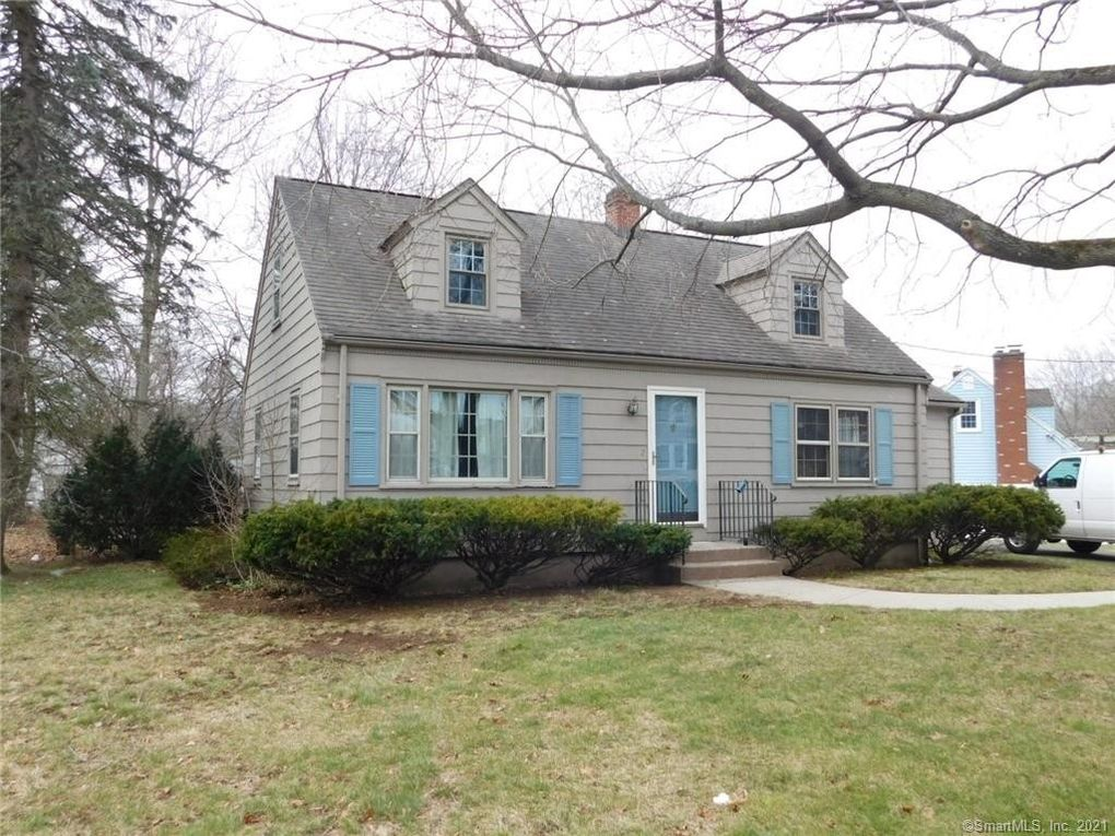 2 David Dr East Haven, CT 06512
