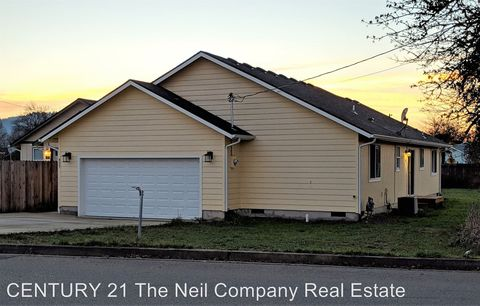 Photo of 427 S State St, Sutherlin, OR 97479