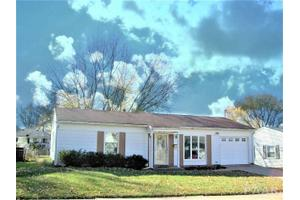 1914 Memorial Dr Pekin Il 61554 5 Beds 2 Baths Home