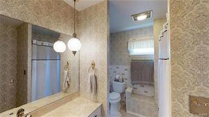 314 N Van Buren St Ton Il 62293 Bathroom