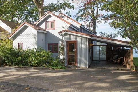 Photo of 35 Lakeshore Rd, Pulaski, NY 13142