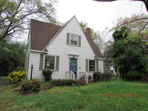 Photo of 609 N Mecklenburg Ave, South Hill, VA 23970