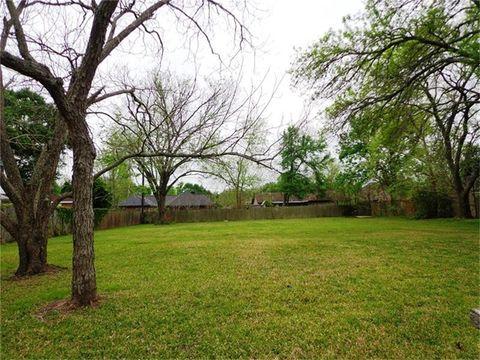 104 Buttercup St, Lake Jackson, TX 77566