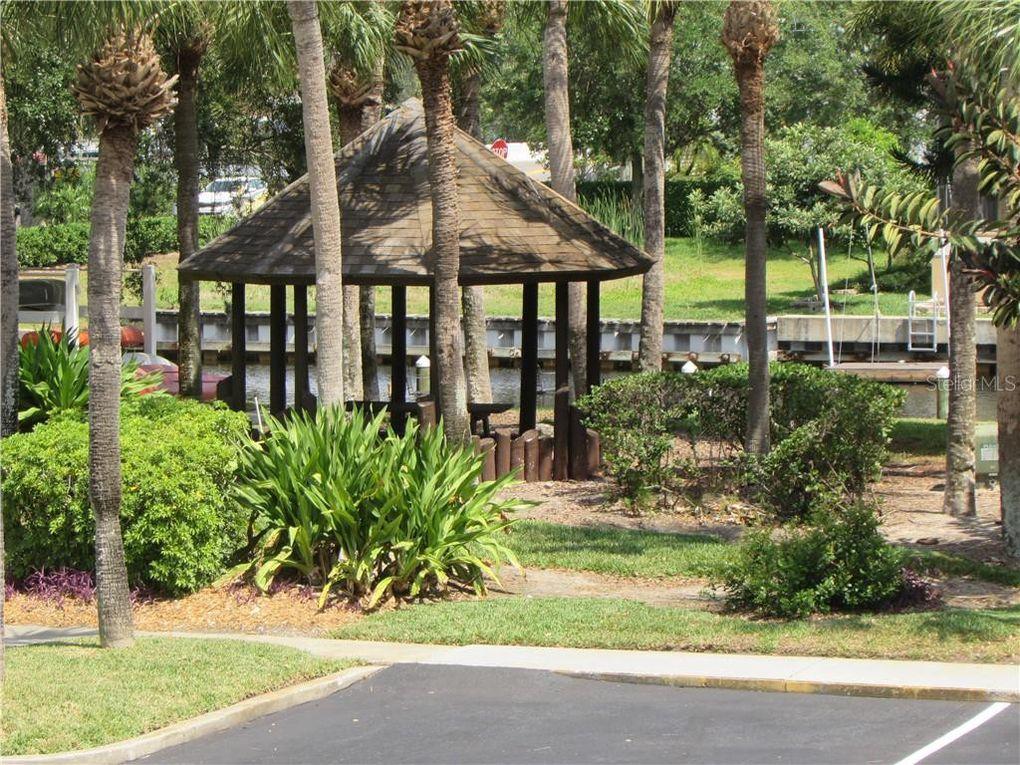 355 Moorings Cove Dr Unit 11E Tarpon Springs, FL 34689