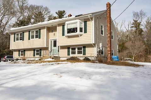 Photo of 1016 Fisher Rd, Dartmouth, MA 02747