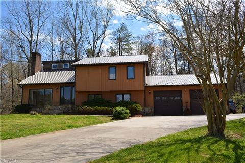 Photo of 1080 Hill Top Dr, Germanton, NC 27019