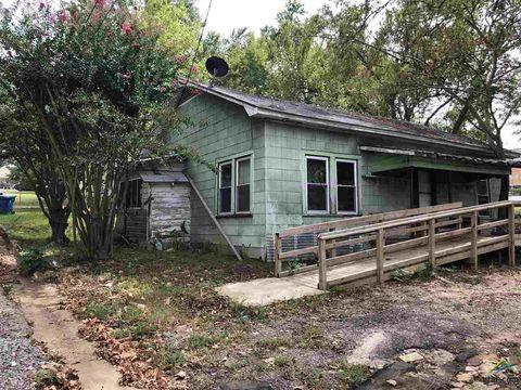 Photo of 212 E Mc Kay St, Overton, TX 75684
