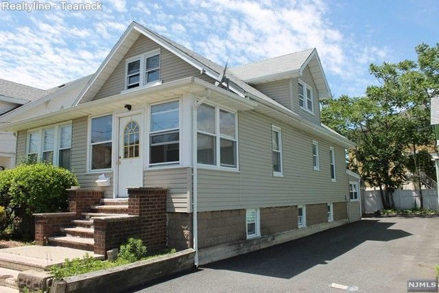 2 Park St, Little Ferry, NJ 07643