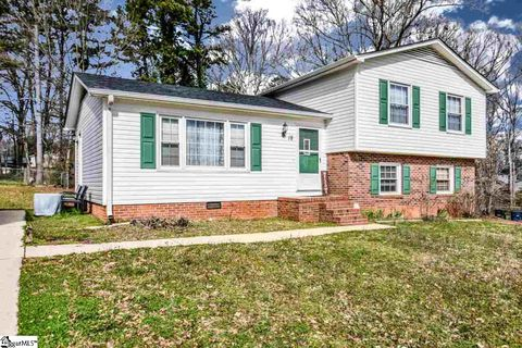Photo of 18 Chatwood Ct, Simpsonville, SC 29680