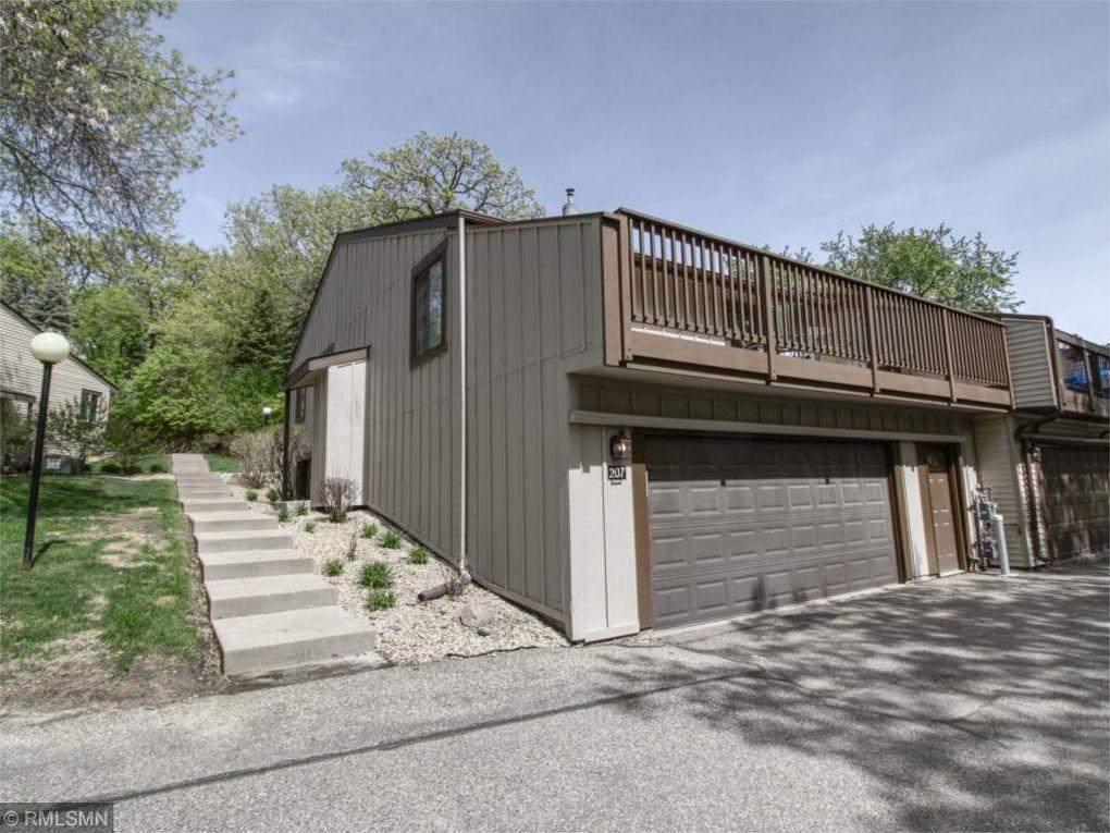 207 River Woods Ln Burnsville, MN 55337