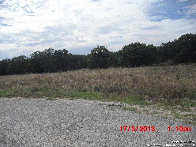 906 Fallbrook, La Vernia, TX 78121