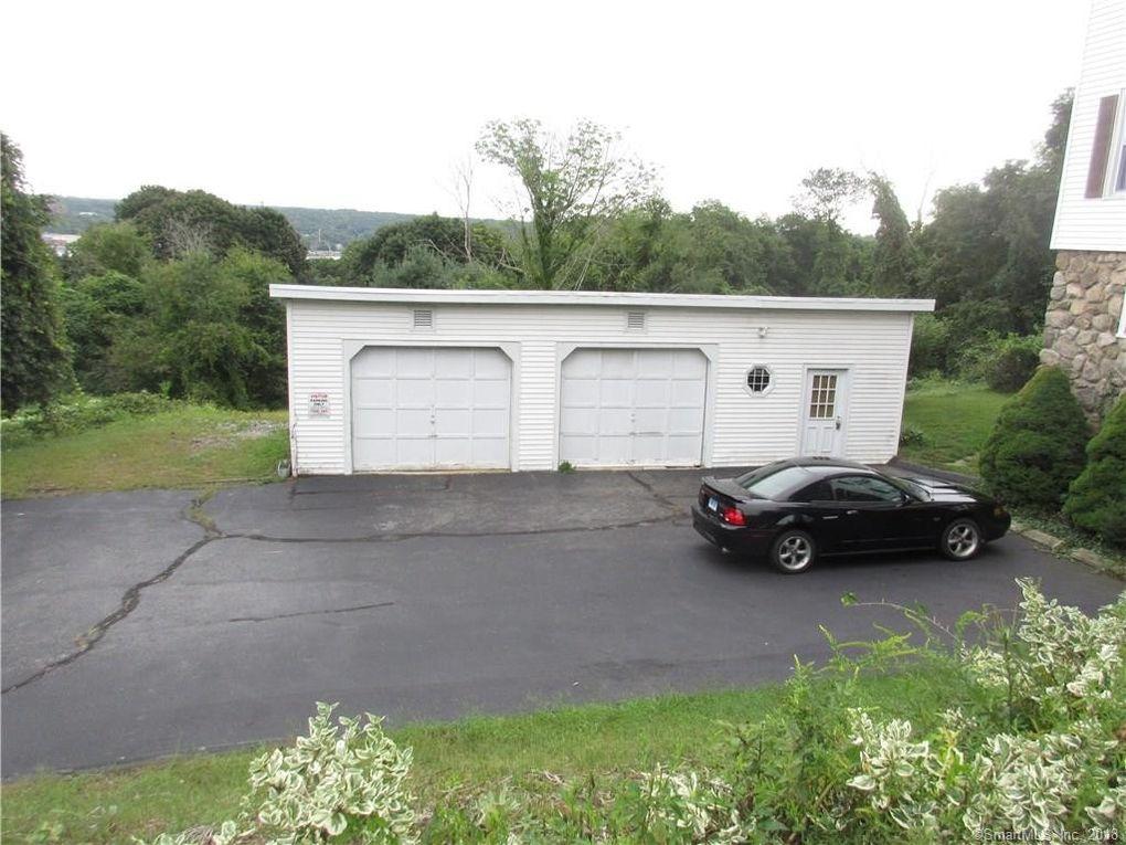 405 Mohegan Avenue Pkwy Unit Garage, Waterford, CT 06375