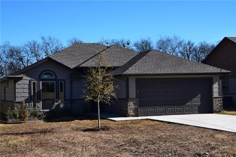 Photo of 508 N 1st St, Rio Vista, TX 76093