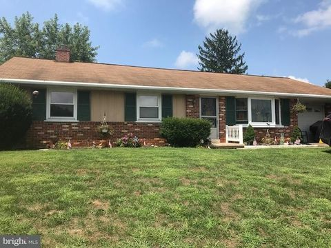 349 Valley View Dr, New Holland, PA 17557