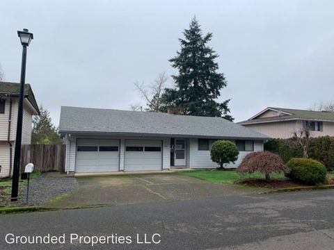 Photo of 17755 Tims View Ave, Gladstone, OR 97027
