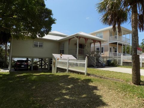 Astounding Waterfront Homes For Sale In Cedar Key Fl Realtor Com Home Interior And Landscaping Spoatsignezvosmurscom