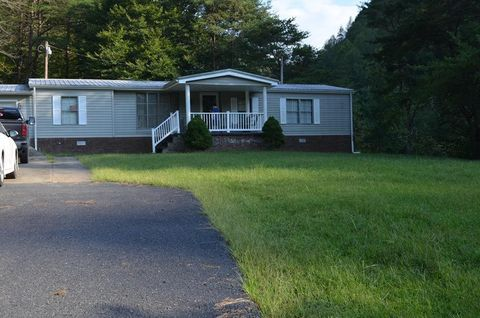Photo of 993 Golf Course Rd, Wheelwright, KY 41669