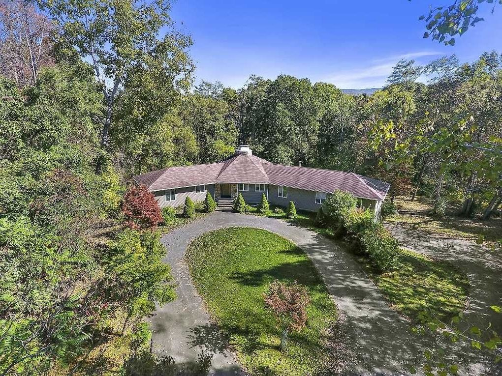 792 Beekman Rd, Hopewell Junction, NY 12533