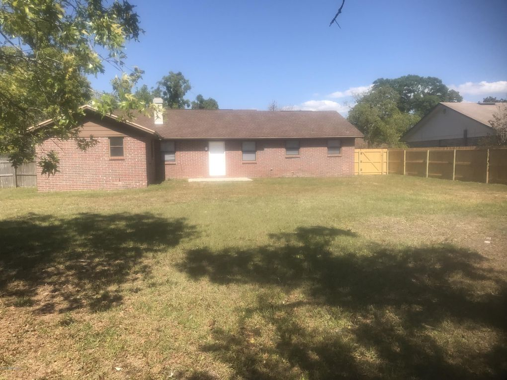 2444 Camphorwood Ct, Orange Park, FL 32065