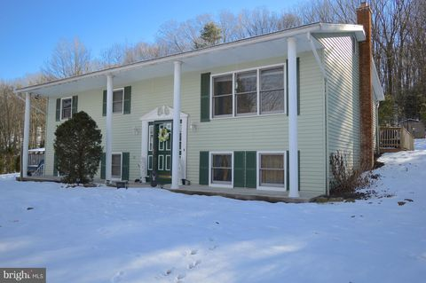 Photo of 11 W Pine Meadow Dr, Pine Grove, PA 17963