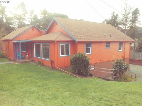 Photo of 1037 Jackson St, Port Orford, OR 97465