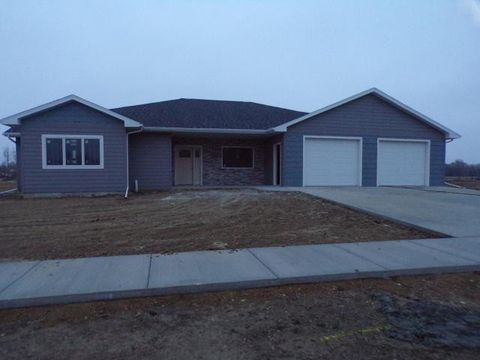 Photo of 1100 Carl Rd, Mitchell, SD 57301