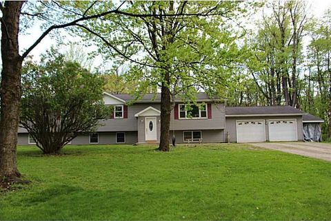 5456 Station Rd, North East, PA 16428