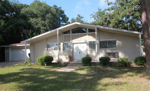 Photo of 187 Golfview Dr N, Hilltop Lakes, TX 77871
