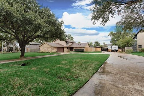 Photo of 9948 Twin Shores Dr, Willis, TX 77318