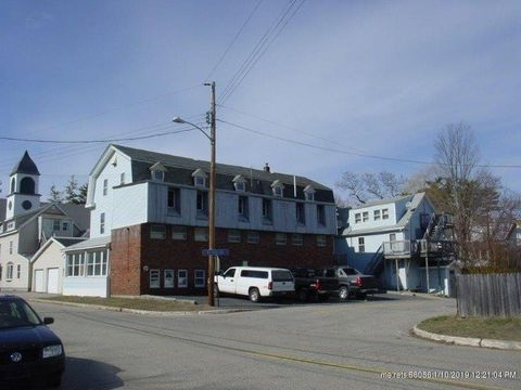 88 Union Ave, Old Orchard Beach, ME 04064