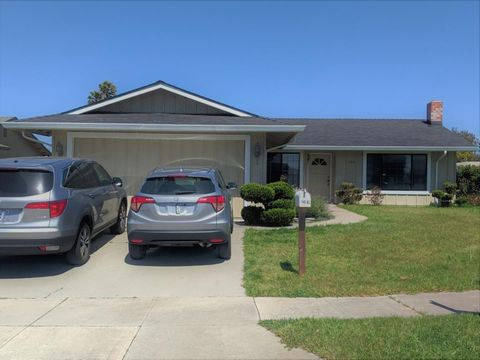 Photo of 966 Estrada Ct, Salinas, CA 93907