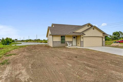 Photo of 658 N Redbud Ct, Valley Center, KS 67147