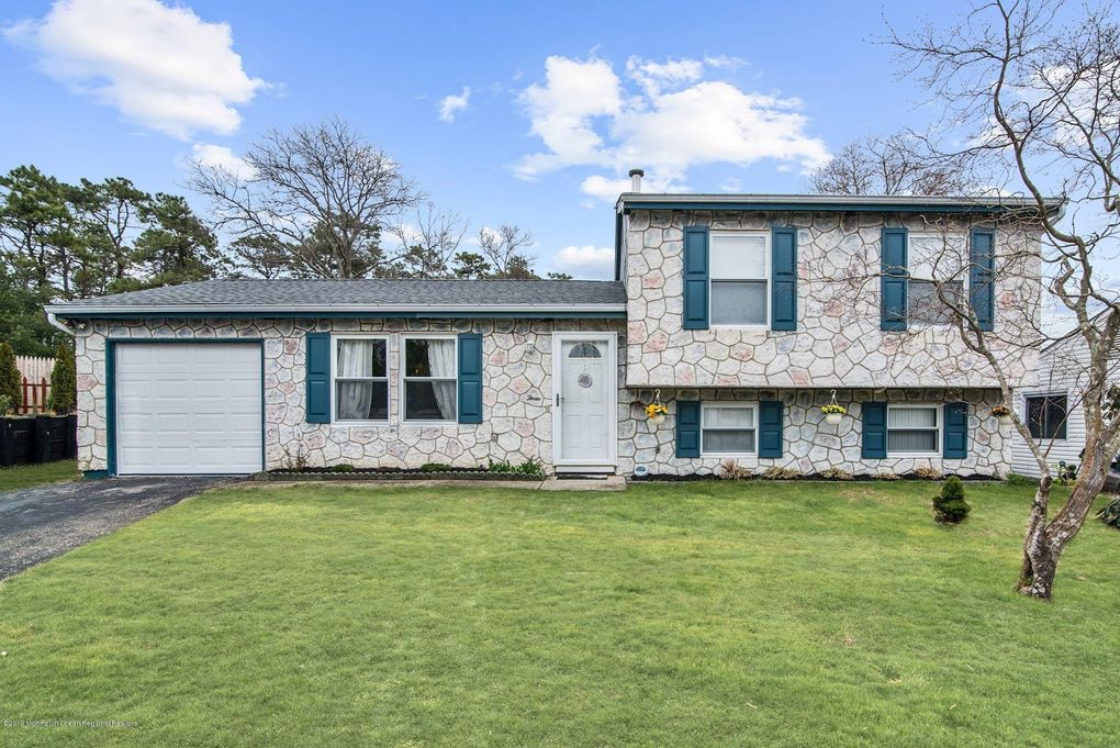 3 Lee Ct, Barnegat, NJ 08005