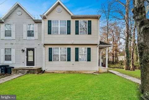 Photo of 6837 Holly Berry Ct, District Heights, MD 20747