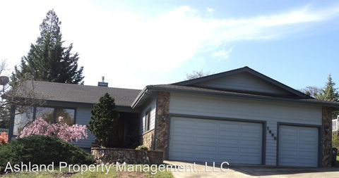 Photo of 1088 Kristen Dr, Medford, OR 97504