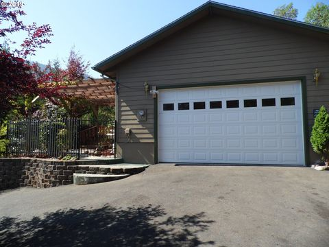 Photo of 120 Canyon View St, Canyonville, OR 97417