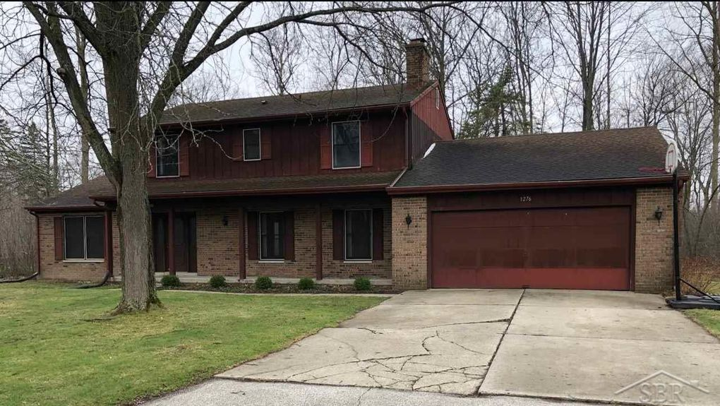 1276 Staghorn Dr, Saginaw, MI 48638