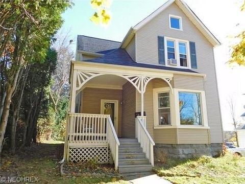 22 Franklin Ave, Bedford, OH 44146