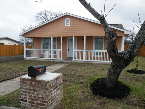Photo of 712 N Harris St, Giddings, TX 78942