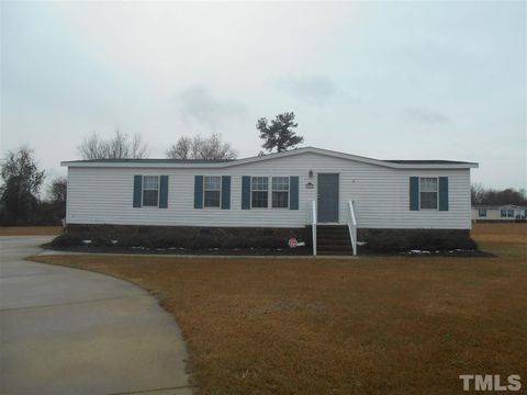 Photo of 106 Rosewood Ct, Kenly, NC 27542