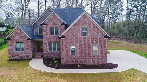 Photo of 73 41st Ave Nw, Hickory, NC 28601