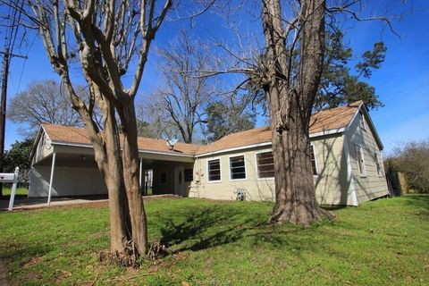 Photo of 112 E Chatham St, Bellville, TX 77418