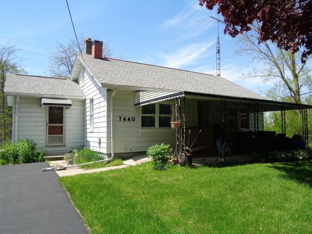 7440 Concord Rd, Jonesville, MI 49250