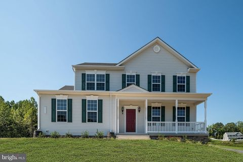 Photo of 400 Avalon Ct, Prince Frederick, MD 20678